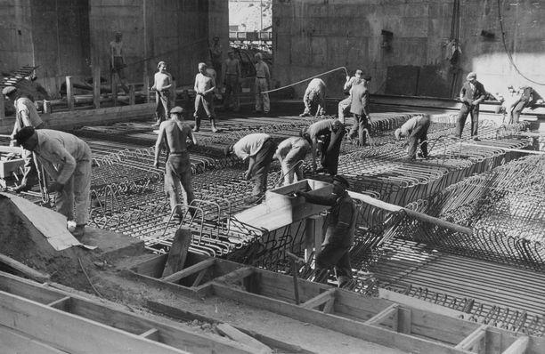 Bunkkerin rakensivat keskitysleirivangit, pakkotyöläiset ja sotavangit.