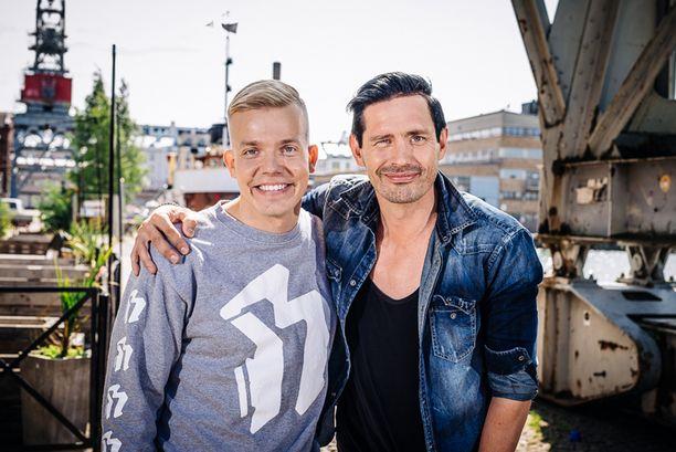 Lauri Tähkä on ensimmäisen Elastinen feat. -jakson vieras.