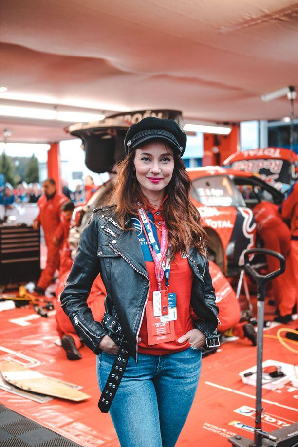 Noora Hautakangas ei enää ehdi harrastamaan kilpa-autoilua.