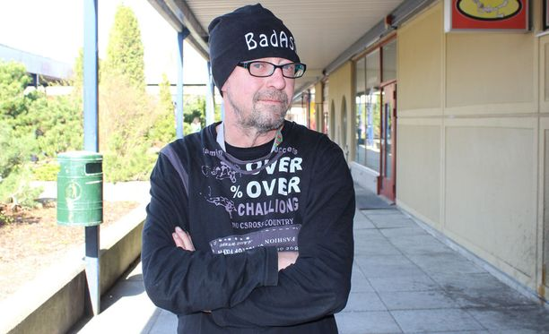 Enzo Pulkkinen ilmoitti Facebook-sivuillaan hakeutuvansa katkaisuhoitoon.