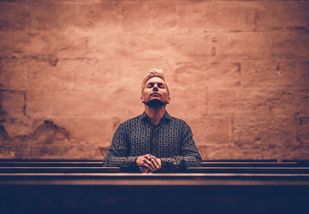 Antti Tuisku julkaisi perjantaina Valittu kansa -nimisen albumin. Elokuussa hän esiintyy kaksi kertaa uusitulla Olympiastadionilla Bailantai-nimisissä konserteissa.
