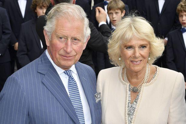 Prinssi Charles on naimisissa herttuatar Camillan kanssa. Parin rakkaustarinaa käydään läpi myös Netflixin suosikkisarjassa.