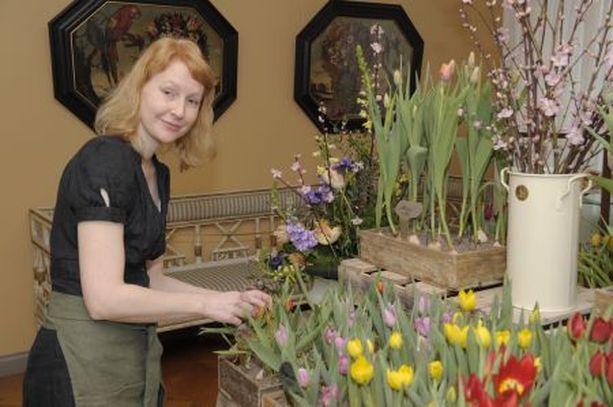 URAKKA Else Leivo ei ole laskenut työtunteja jotka yhdistetyn kukka- ja taidenäyttelyn järjesteminen vaatii.