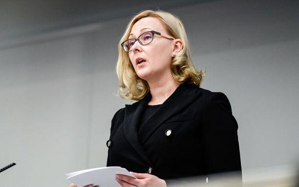Eduskunnan nykyinen puhemies Maria Lohela (sin) jättää tehtävänsä helmikuussa eduskuntaryhmien yhteisellä päätöksellä.