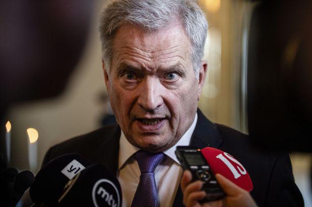 Tasavallan presidentti Sauli Niinistö lähetti torstaina hallituksen keskeisille ministereille kirjeen, jossa ehdotettiin uuden johtoryhmän perustamista koronakriisin operatiiviseen johtamiseen,