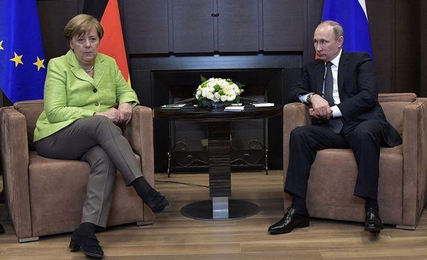 Saksan liittokansleri Angela Merkel ja Venäjän presidentti Vladimir Putin keskustelivat tänään useista asioista.