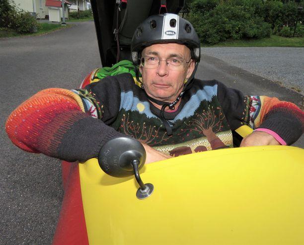 Urpo Taskinen elää kuten saarnaa. Saarnamatkat ilmaston puolesta taittuvat velomobiililla.
