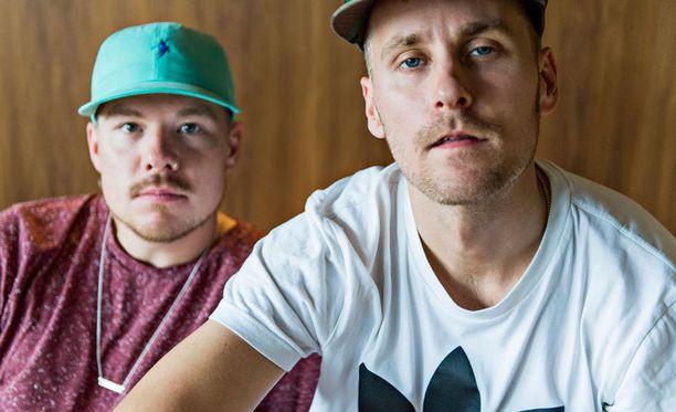 Jare ja VilleGalen esiintyminen katkaistiin Putous-ohjelmassa mainoskatkolla.