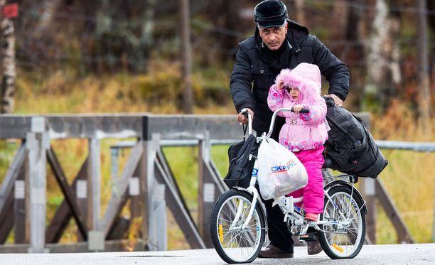Pakolaiset saapuvat Venäjältä Norjaan polkupyörillä, koska rajan ylitys jalan olisi laiton.