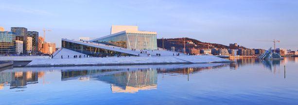 Oslon oopperatalosta avautuu upea merellinen maisema.