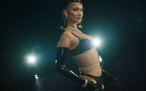 Voiko olla kuumempaa? Rihannan alusvaatenäytös loksautti leuat