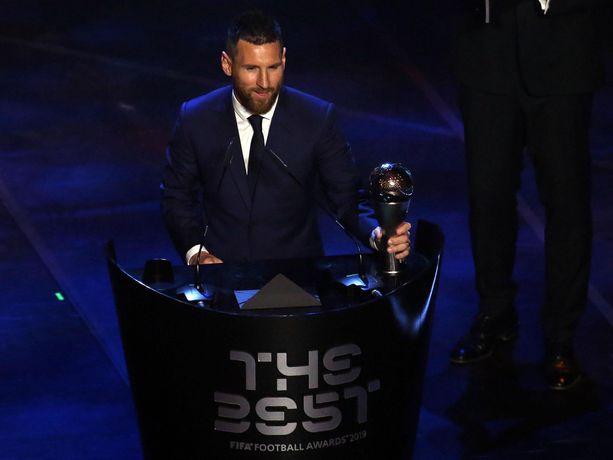 Barcelonan Lionel Messi valittiin yllättäen Fifan vuoden miespelaajaksi.