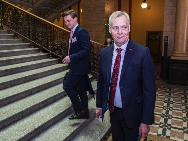 Dimitri Qvintus totuttiin näkemään julkisuudessa SDP:n puheenjohtajan, pääministeri Antti Rinteen seurassa.