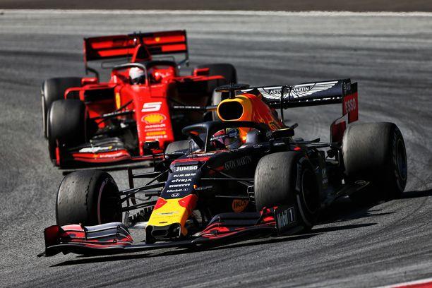 Max Verstappen voitti Itävallassa ja ohitti Sebastian Vettelin MM-sarjassa.