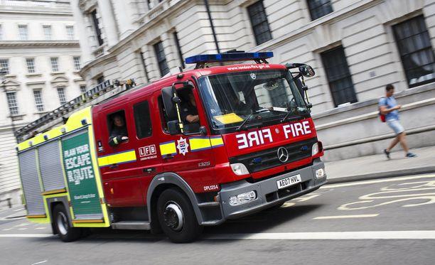 Lontoon pelastuslaitos pyrkii saamaan maastopalon hallintaan lauantain ja sunnuntain välisenä yönä. Kuvistuskuva.