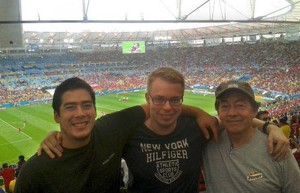 Oscarien kanssa Maracanãlla ennen Espanja-Chile-ottelun alkua.