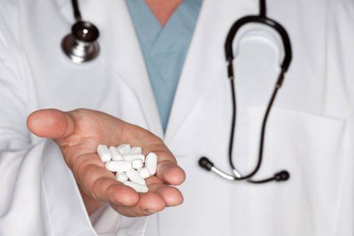 Keskimäärin lääkärit saivat lääkeyrityksiltä noin 1000 euroa. Kuvituskuva.