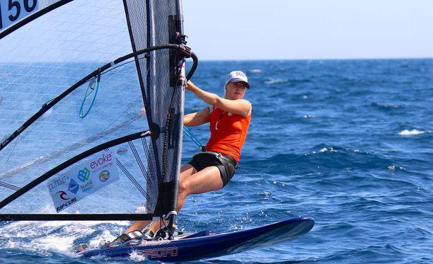 Aleksandra Blinnikka ajoi ylivoimaiseen maailmanmestaruuteen Espanjassa.