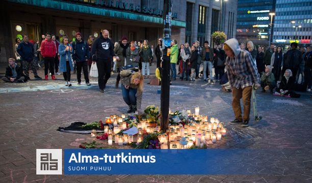 Helsingin asema-aukion kuolemantapaus on nostanut keskustelun ääriliikkeistä pinnalle tänä syksynä. Uusnatsiryhmään kuulunutta miestä syytetään törkeästä pahoinpitelystä ja törkeästä kuolemantuottamuksesta.