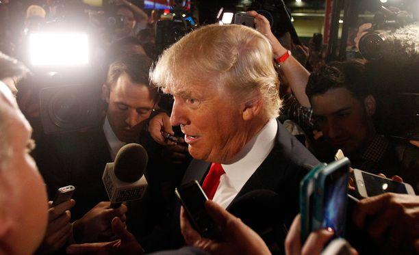 Donald Trump kommentoimassa tiedotusvälineille eilen vaaliväittelyn jälkeen Clevelandissa Ohiossa.