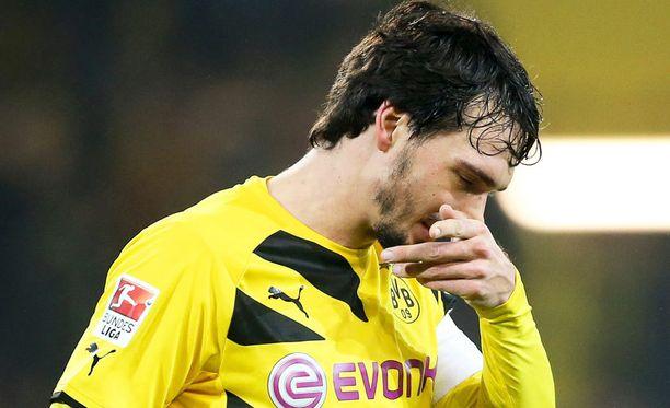 Mats Hummels jatkanee vielä kevätkauden Dortmundissa.