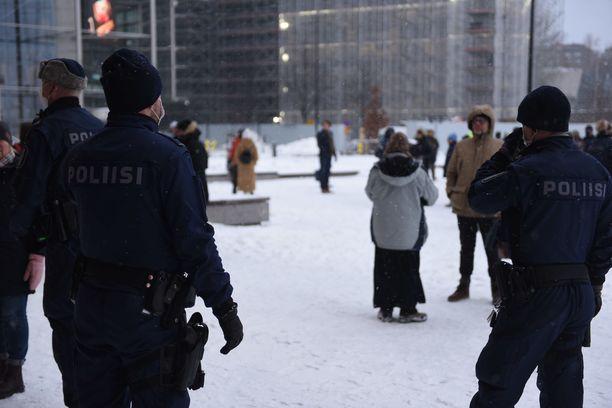 Kansalaistorilla järjestettiin 30. tammikuuta 60 hengen mielenosoitus. Videokuvaa sieltä on käytetty Kremlin propagandavideolla.