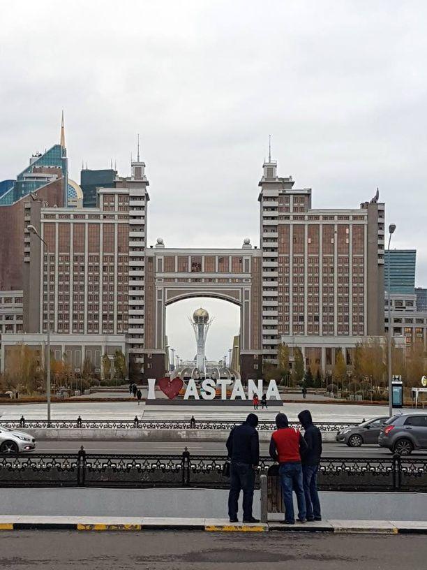 Bayterek-torni hallitsee maisemaa Astanassa.