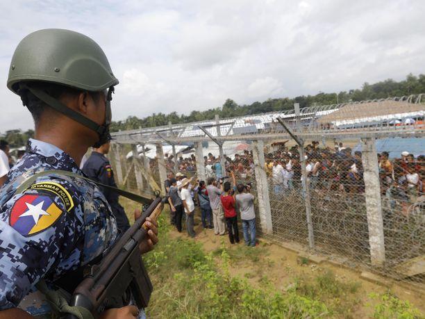 Sadattuhannet rohingyat ovat joutuneet pakenemaan Myanmarista Bangladeshiin armeijan vainojen vuoksi.