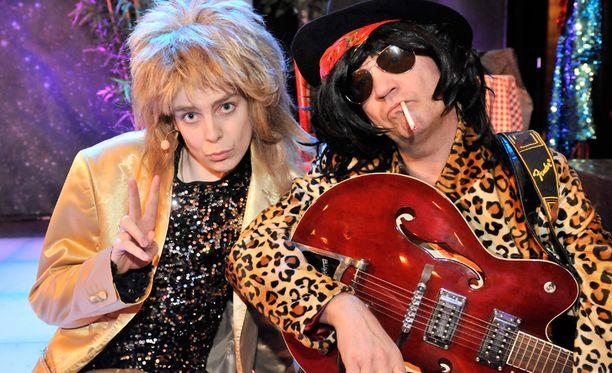 Idols-voittaja 2007 Ari Koivunen esittää I wonna Rock –musikaalissa Hanoi Rocks –yhtyeen laulajaa Mike Monroeta ja Andy McCoyna nähdään näyttelijä Miro Honkanen, joka muuttuu lavalla myös Pelle Miljoonaksi.