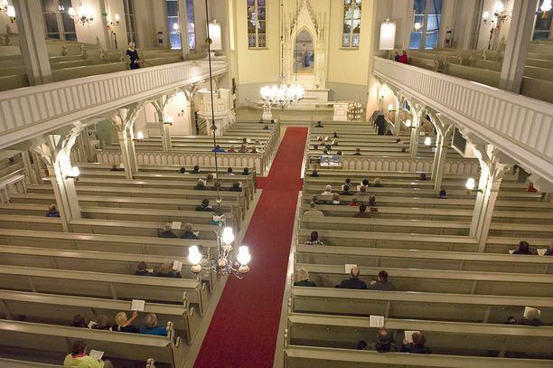 Tavallisissa sunnuntaijumalanpalveluksissa on usein väljää, mutta juhlapyhinä kirkot täyttyvät.