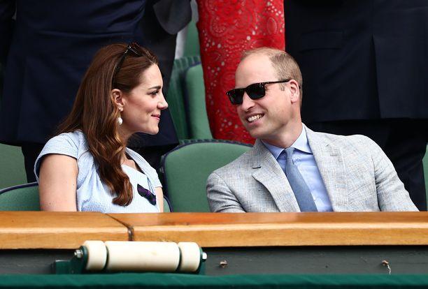 Cambridgren herttuaparin lapset olivat Catherinen äidillä hoidossa tennisottelun ajan.