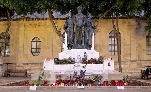 Poliitikkojen korruptiota tutkineen toimittajan murha järkytti maltalaisia.