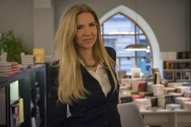 Liza Marklund pani pisteen Annika Bengtzonille mutta ei kirjailijan uralleen.