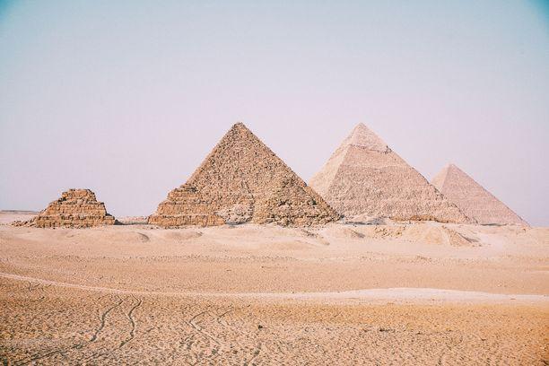 Elävä ihminen kokee pyramidien olot helposti ahdistaviksi.
