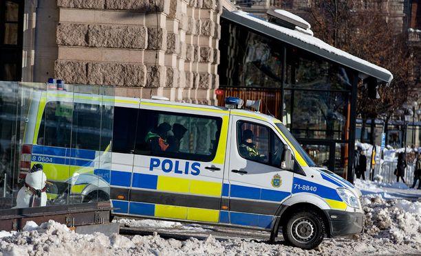 Poliisin mukaan nuoriam yksin Ruotsiin tulleita poikia on värvätty rikollisjengeihin.