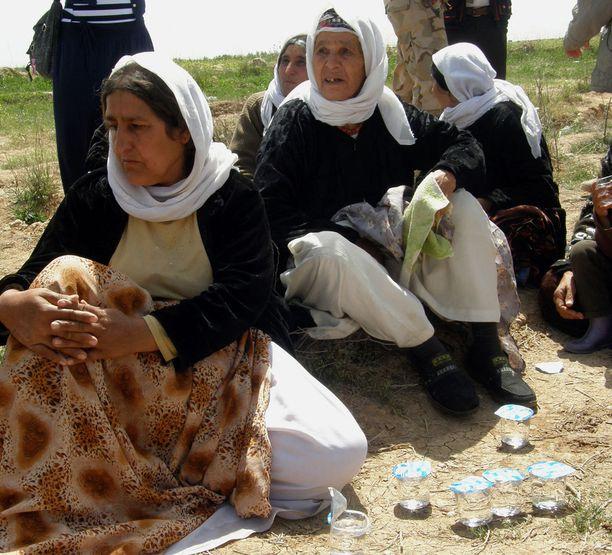 Isisin vapauttamia jesidinaisia Kirkukissa.