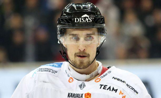Otto Karvinen, 27, jatkaa Kärpissä.