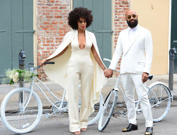 Solange Knowles avioitui jännittävässä haalarissa.