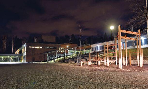 KOULU Vantaalaiskoulun miesopettajaa epäillään kuudesluokkalaisen pojan pahoinpitelystä.