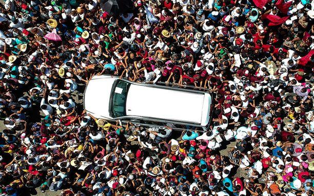 Meksikon tuleva presidentti López Obrador saapui kampanjansa aikana Acapulcon satamaan.
