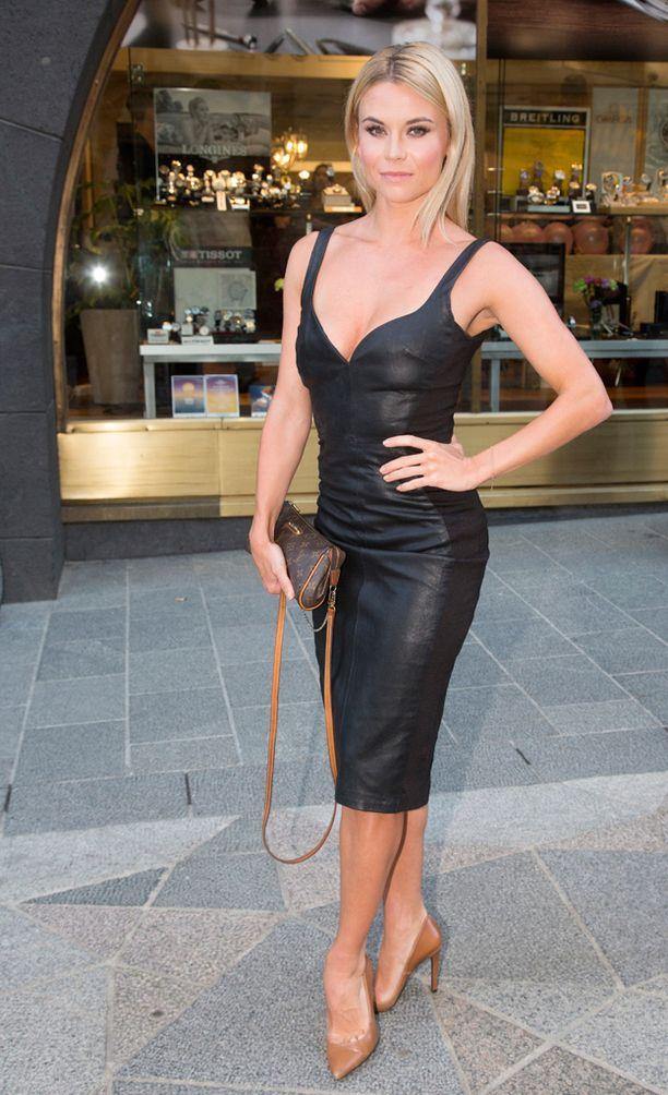 Tiia Elg esiintyi tyrmäävänä Westerback-koruliikkeen tilaisuudessa heinäkuussa.