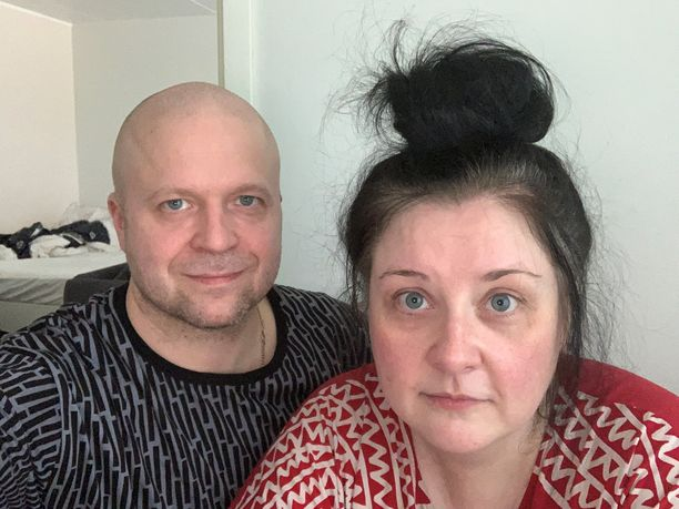 Jani ja Maija Turpeinen asuvat Valkeakosken Mäntylässä. Perheeseen kuuluu lisäksi 15-vuotias poika ja 17-vuotias tyttö
