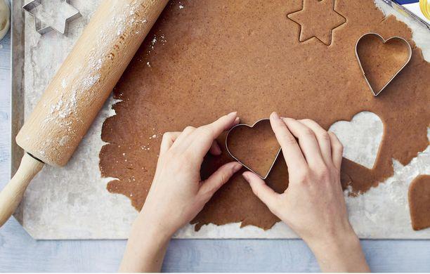 Itse tehty piparkakkutaikina tuo kotiin joulun tuoksuja.