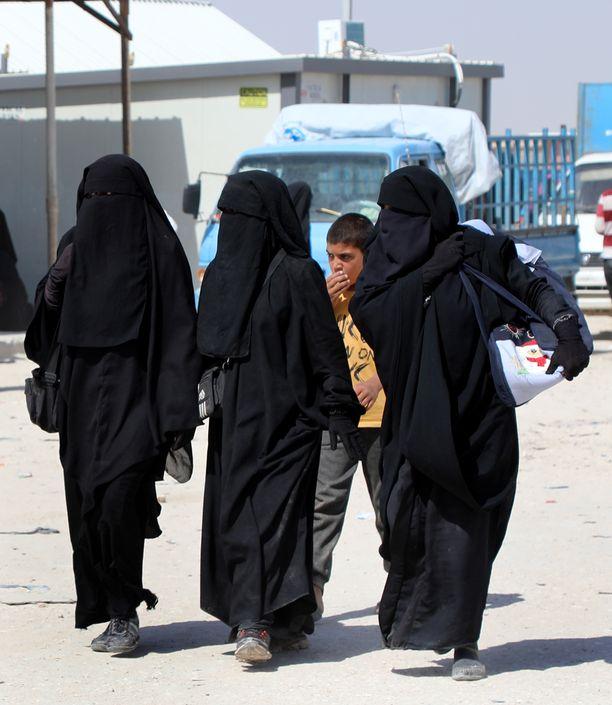 Al-Holin leirillä laskettiin kesällä 2019 olevan noin 70 000 ihmistä, joista noin 10 000 on ulkomaalaisia Isis-vaimoja ja heidän lapsiaan. Kuvituskuva.