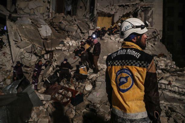 Valkoiset kypärät on kritisoinut voimakkaasti presidentti Bashar al-Assadin hallintoa.