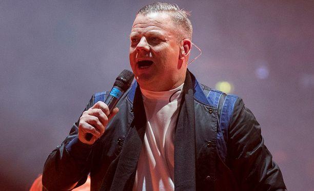 Jari Sillanpää liikuttui muistellessaan esiintymistään Vain elämää -konsertissa.