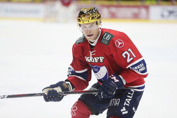 Tommi Santala kantoi viime kauden puolivälissä HIFK:ssa parhaan pistemiehen merkkiä, kultaista kypärää.