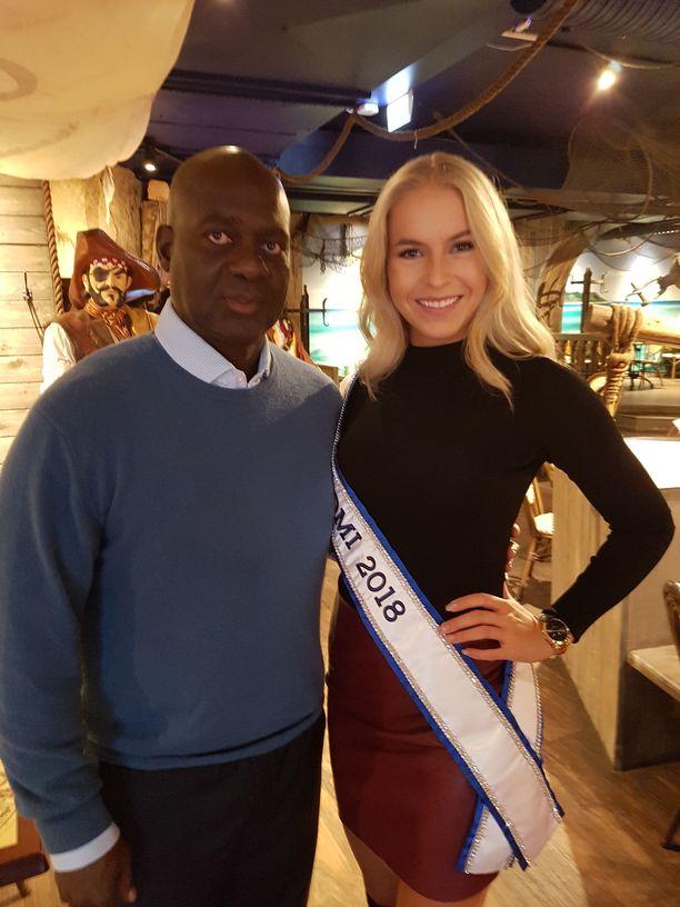 Ben Johnson kutsui Miss Suomi Alina Voronkovan vierailemaan Kanadassa.