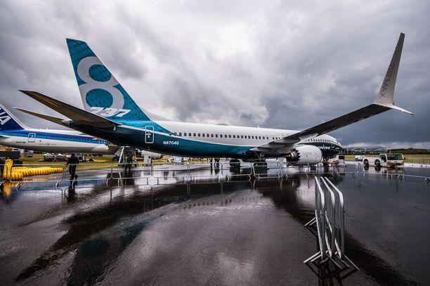 Viranomaistietojen perusteella lentokonevalmistaja Boeing oli irtisanonut kokeneita ohjelmistoinsinöörejä samoihin aikoihin, kun virhe ohjelmistoon oli ilmestynyt.