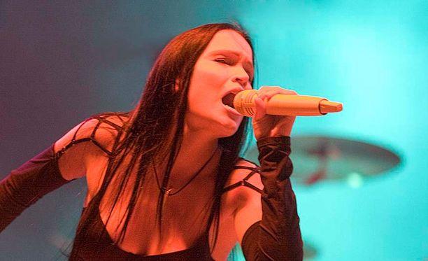 Tarja Turunen sai tylyt potkut Nightwishistä. Kuva vuodelta 2005.